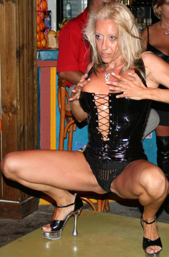 shirley stripteaseuse - pinkagency.com : agence de striptease